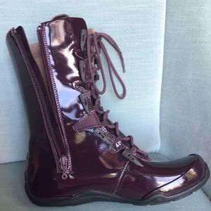 NWOT. Ahnu waterproof Boot